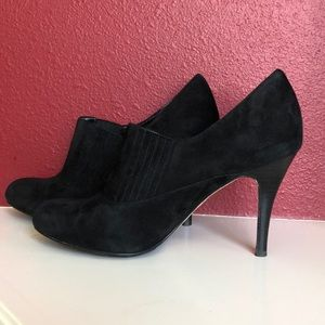 Cole Haan Air Talia Size 11 Black Suede Booties